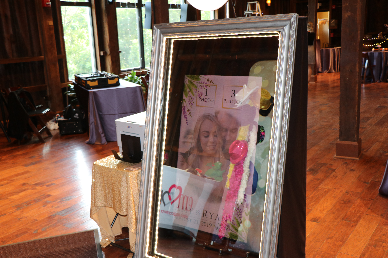 Mirror booth wedding animations